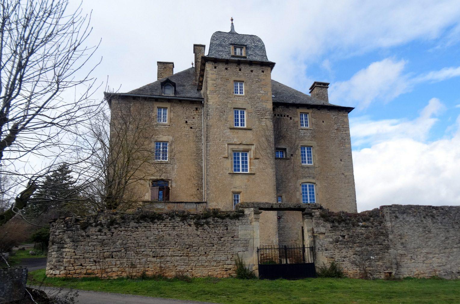 Chateau de Grun à St Saturnin de Lenne