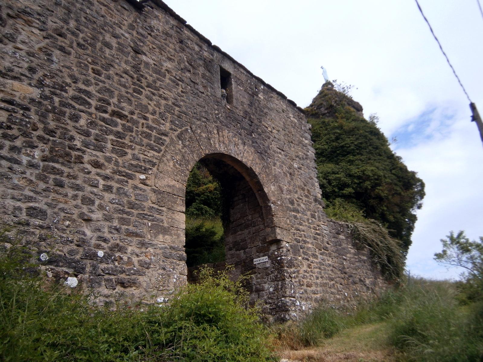 Remparts du château de La Roque-Valzergues