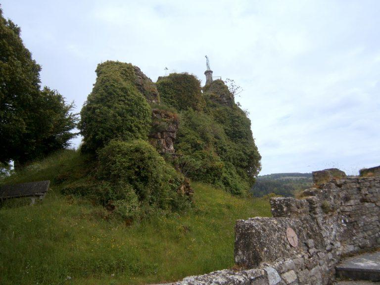 Vierge château de La Roque-Valzergues